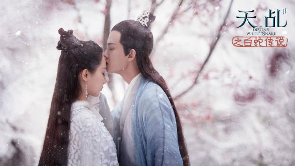 Trên phim, Nhậm Gia Luân thường hôn Dương Tử trên trán