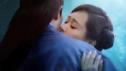 Một nụ hôn không hề chạm môi khác của Tiểu Bạch - Hứa Tuyên.
