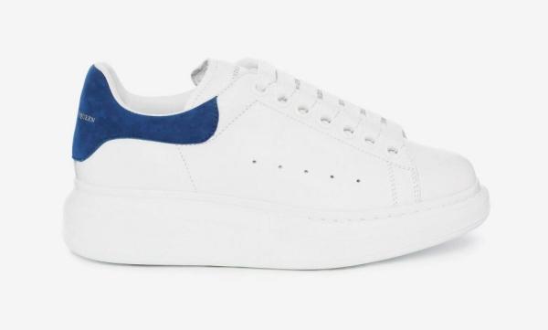 Một đôi sneaker oversize Alexander McQueen được bán với giá 360 bảng (tương đương gần 11 triệu đồng).