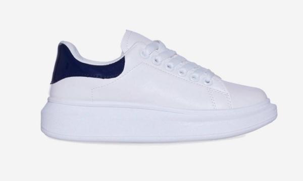 Mới đây, hãng EGO đã tung ra mẫu giày nhái của đôi sneaker Alexander McQueen với giá mềm hơn rất nhiều, chỉ 9,99 bảng trong mùa giảm giá (tương đương gần 300.000 đồng).