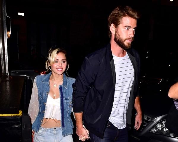 Hiện tại cả Miley và Liam đều chưa lên tiếng chính thức về thông tin này. Miley cũng đã chuyển về nhà bố mẹ ở Malibu để tránh sự chú ý của báo giới.
