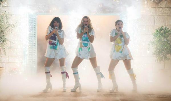 Ở Mamma Mia! Yêu lần nữakhông những âm nhạc mà vũ điệu cũng sẽ làm say đắm lòng người