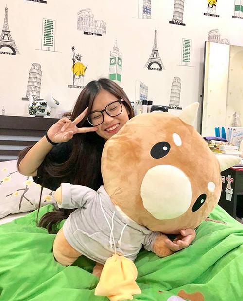 Hoàng Yến Chibi được tặng chú bò chăm chỉ giống Park Min Young trong phim Thư ký Kim sao thế?