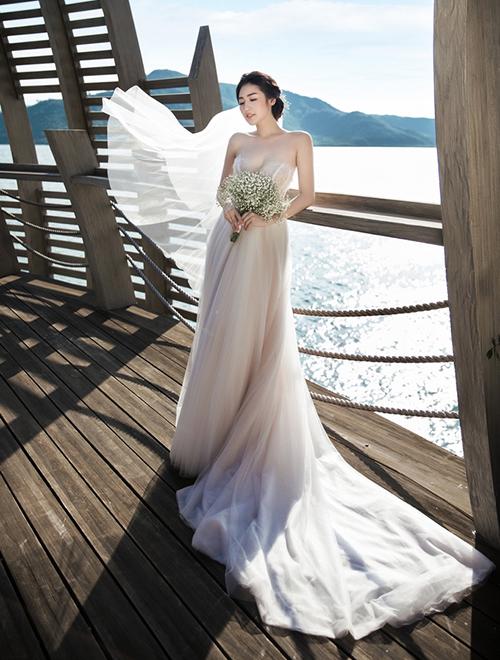 Hé lộ váy cưới giá trị khủng Tú Anh sẽ mặc trong hôn lễ