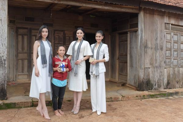 Kỳ Duyên - Mỹ Linh xinh đẹp giữa vòng vây ở buôn làng - 8
