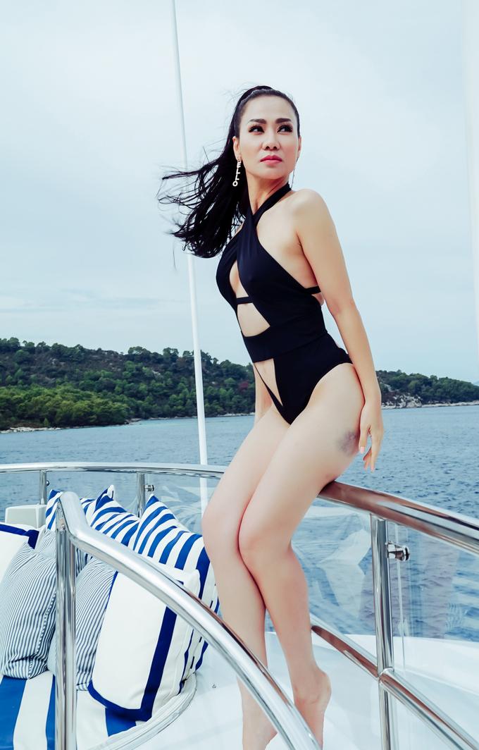 Thu Minh thả dáng sexy với bikini trên biển