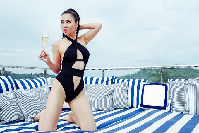 <p> Kết hợp với chế độ ăn uống khoa học, tập luyện gắt gao từ các chuyên gia thể hình, gym, yoga cho đến bơi lội, Thu Minh mới có thể duy trì vóc dáng tươi trẻ như hiện tại.</p>