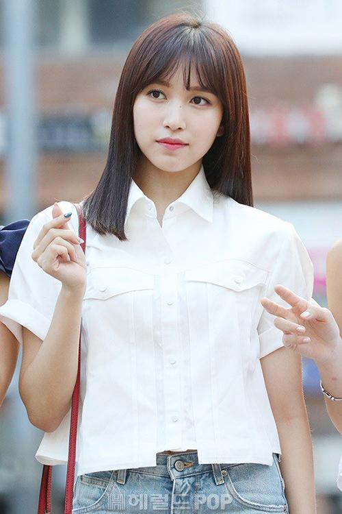 Nhan sắc của Mina là chủ đề được bàn tán nhiều trong đợt comeback màu hè. Netizen nhận xét cô nàng sở hữu khí chất chuẩn công chúa Nhật Bản.