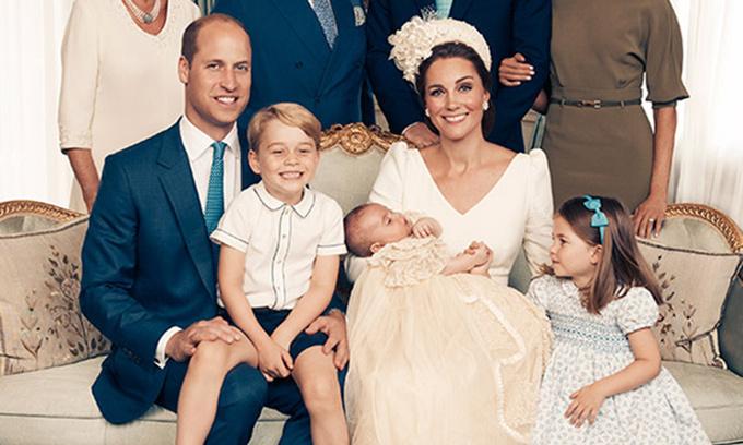 """<p> Ngoài ra, những đứa trẻ của gia đình Nữ công tước xứ Cambridge còn ảnh hưởng đến nền du lịch nước Anh theo hướng tích cực. David nói thêm: """"Nhiều du khách đến London với hy vọng sẽ được nhìn thấy George và Charlotte trên ban công Cung điện Buckingham"""".</p>"""