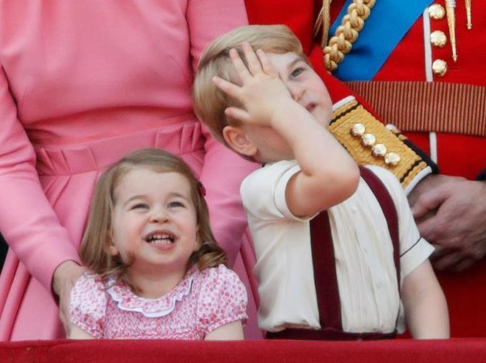 """<p> Cụ thể, nàng công chúa 3 tuổi đã mang về cho ngành công nghiệp thời trang 3,8 tỷ bảng kể từ khi chào đời đến nay. Trong khi đó, """"giá trị"""" của Hoàng tử George là 2,7 tỷ bảng.</p>"""