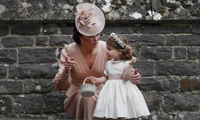 """<p> Ông David Haigh, CEO của công ty định giá thương hiệu Brand Finance cho biết: """"Những thành viên nhí của hoàng gia có tác động tích cực đến các thương hiệu quần áo và đồ chơi trẻ em. Trường hợp của Charlotte cũng giống Công nương Kate, họ đều là những người có 'cái chạm tay Midas' kỳ diệu"""" (theo truyện cổ tích, Midas là vua của Phrygia, người có khả năng biến những thứ chạm vào thành vàng).</p>"""