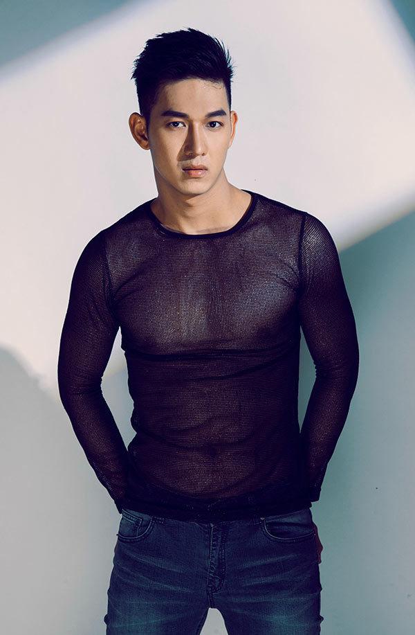 <p> Song Luân, tên đầy đủ là Nguyễn Trường Sinh, sinh năm 1991. Thuở mới vào nghề, trai đẹp đầu quân cho công ty của Thúy Vinh và cho ra mắt một số sản phẩm âm nhạc nhưng không tạo được nhiều dấu ấn.</p>