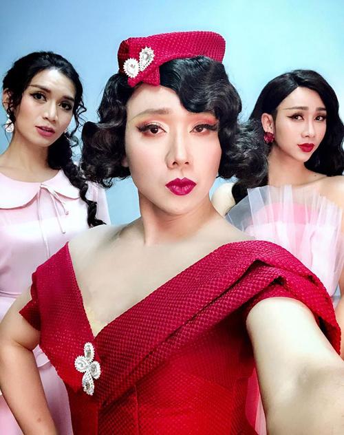 Bộ ba Trấn Thành - BB Trần - Hải Triều đọ tài giả gái không ai thua kém.