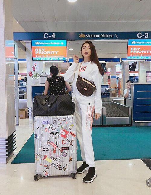 Lệ Hằng diện cả cây hàng hiệu ra sân bay đi công tác London.