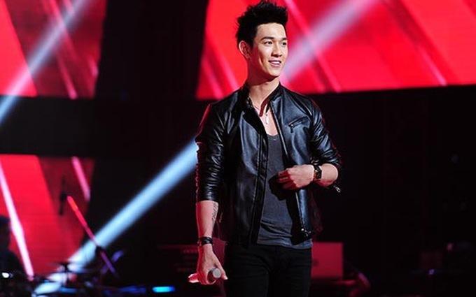 <p> Năm 2015, anh tham gia chương trình Giọng hát Việt.Nhờ hiệu ứng truyền thông từ The Voice, Song Luân không chỉ có thêm cơ hội chinh phục khán giả mà còn được giám khảo Đàm Vĩnh Hưng hứa hẹn hợp tác.</p>