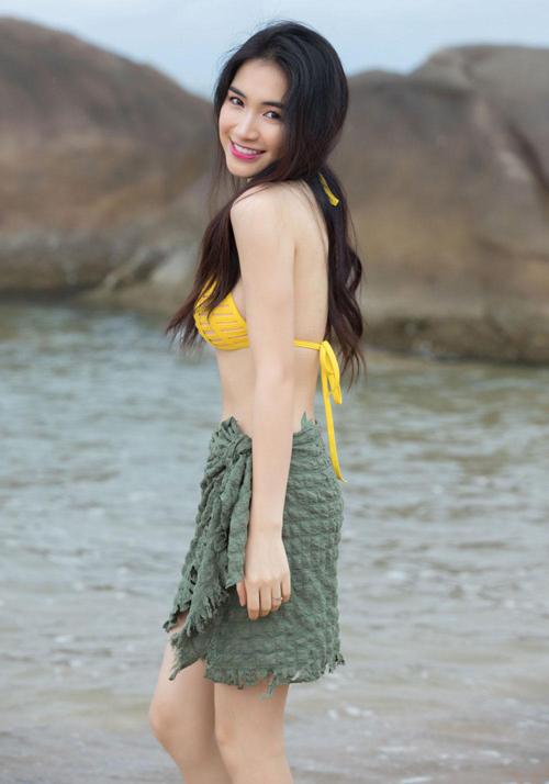 Dù chỉ sở hữu chiều cao 1,55 m nhưng Hòa Minzy lại có số đo ba vòng gợi cảm chẳng kém ai. Công cuộc giảm cân thành công giúp cô nàng giờ đây có thân hình chuẩn mực.