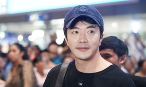 Mỹ nam Kwon Sang Woo giản dị đến Việt Nam giữa khuya