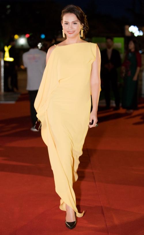Thảm đỏ có sự xuất hiện đặc biệt của Hoa hậu Việt Nam 1998 Ngọc Khánh.