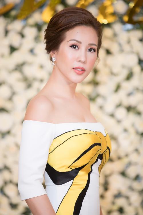 Tối 21/07, hoa hậu Thu Hoài tổ chức sự kiện kỷ niệm với sự góp mặt của gia đình, bạn bè và hơn 100 nghệ sĩ nổi tiếng ở nhiều lĩnh vực khác nhau.