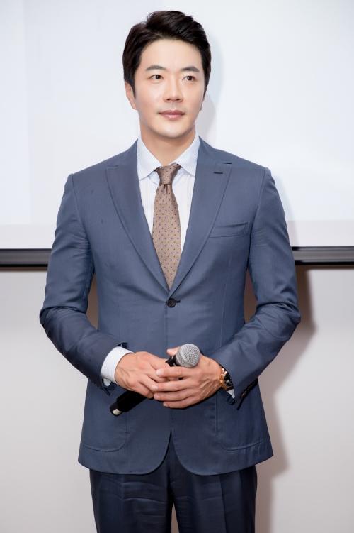 Sự kiện có sự tham dự của nam diễn viên Nấc thang lên thiên đường Kwon Sang Woo. Anh đến Việt Nam vào tối ngày 20/7. Anh xuất hiện với bộ vest lịch lãm, thu hút sự quan tâm, chú ý với vẻ ngoài trẻ trung dù đã bước sang tuổi 40.