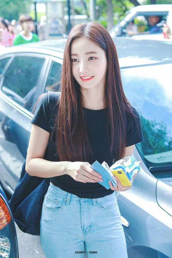 <p> Yeon Woo đang dần vượt mặt hai thành viên Nancy, JooE về mức độ nổi tiếng. Biểu tượng gợi cảm của Momoland sở hữu lượng fan nam đông đảo. Sắp tới cô nàng sẽ tham gia một show thực tế.</p>
