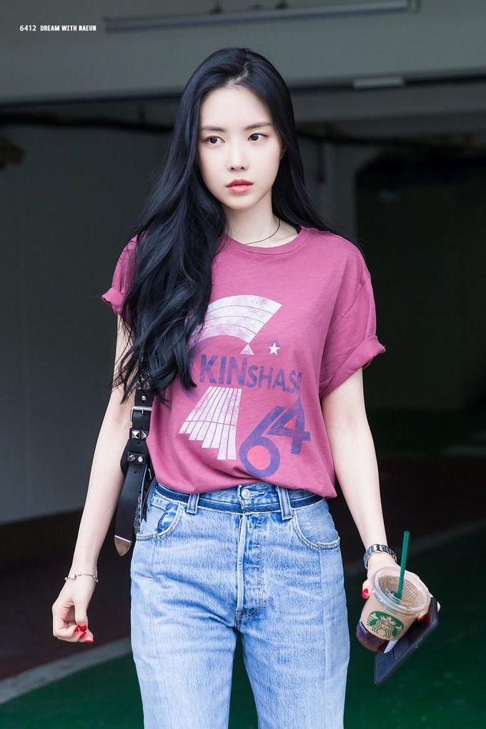 <p> Apink đang có mùa comeback khá thành công và visual Na Eun thu hút sự chú ý. Bên cạnh nghi vấn phẫu thuật thẩm mỹ, cô nàng liên tục nhận ''gạch đá'' vì lỗi phát ngôn trong các cuộc phỏng vấn.</p>