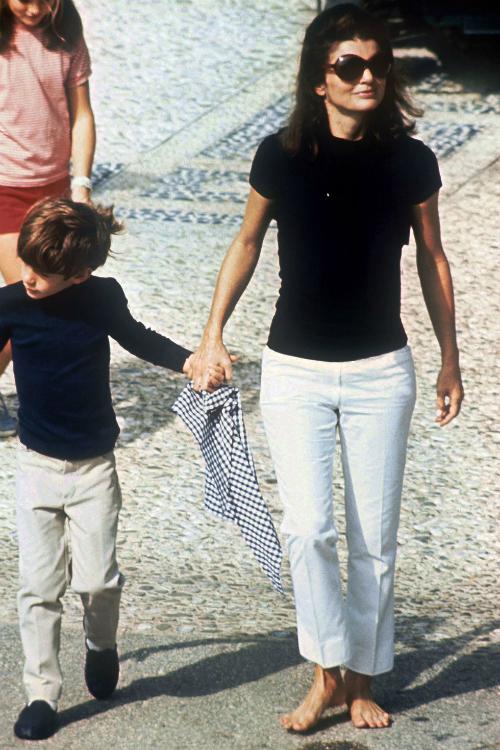 1968: Jackie và set đồcasual mang tính biểu tượng của những năm cuối thập niên 60.