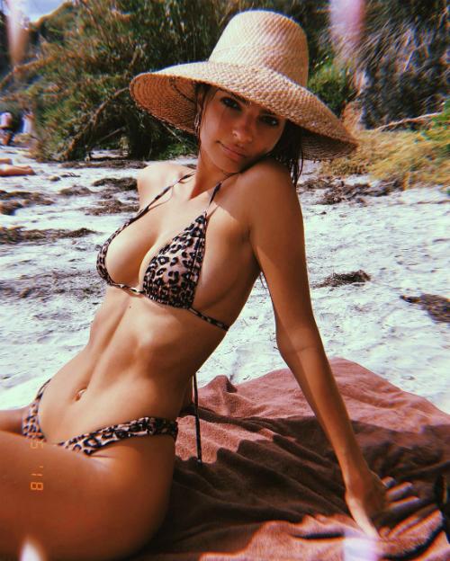 Emily Ratajkowski - nữ hoàng bikini siêu vòng 1 gợi cảm nhất hè này - 3