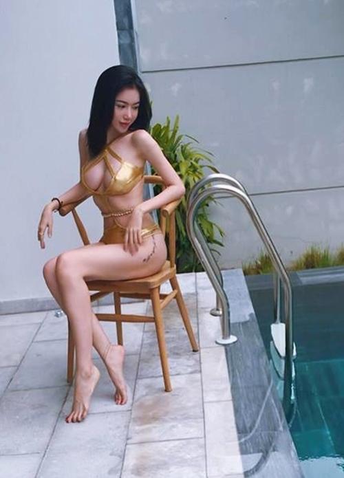 Độ sexy ngày một không thể nói đùa của Elly Trần - 1