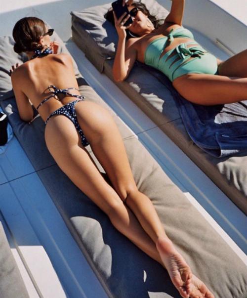 Emily Ratajkowski - nữ hoàng bikini siêu vòng 1 gợi cảm nhất hè này - 7