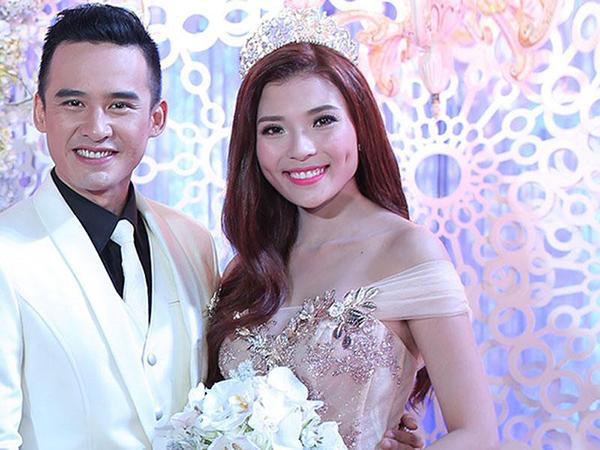 Son hồng tươi trẻ trung, tươi sáng nên cũng được nhiều người đẹp Việt lựa chọn khi thành cô dâu. Thúy Diễm trông như búp bê nhờ đánh son, má đều cùng tông hồng.