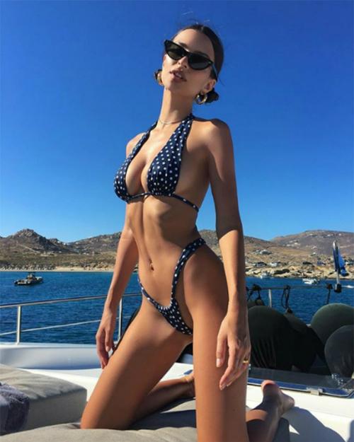 Emily Ratajkowski - nữ hoàng bikini siêu vòng 1 gợi cảm nhất hè này - 5