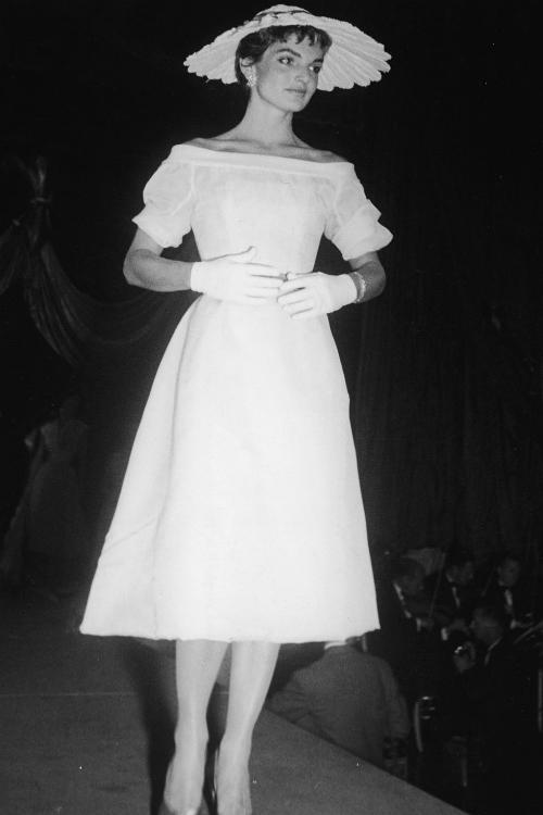 Những khoảnh khắc thời trang huyền thoại của Đệ nhất phu nhân Jackie Kennedy - 1