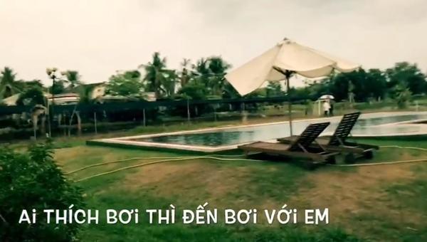 Trong khu vực này có cả bể bơi để thư giãn.