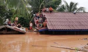 Người dân Lào vật vờ nhìn biển nước nhấn chìm nhà cửa do vỡ đập thủy điện