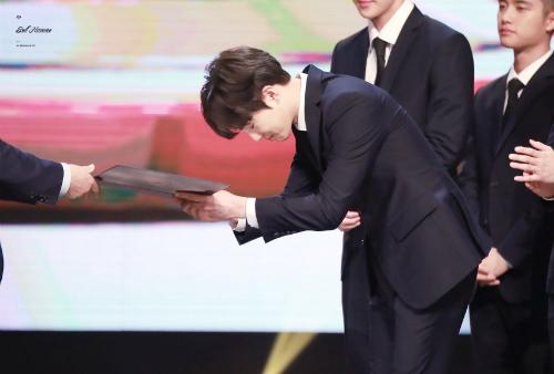 Jin (BTS) chính mẫu con rể quốc dân trong mắt netizen Hàn - 6