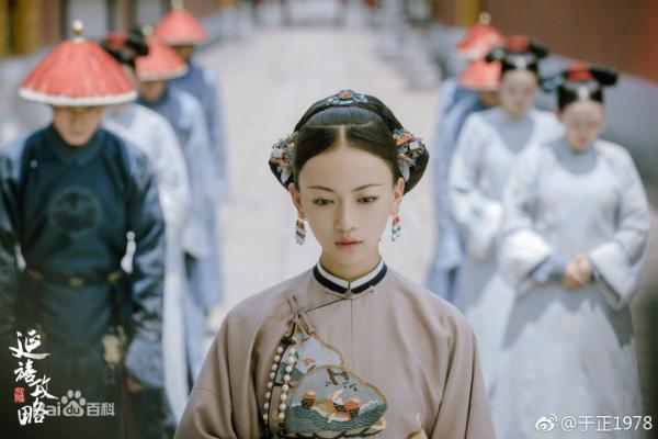 Nữ chính Ngụy Anh Lạc do Ngô Cẩn Ngôn (sinh năm 1990) thể hiện.