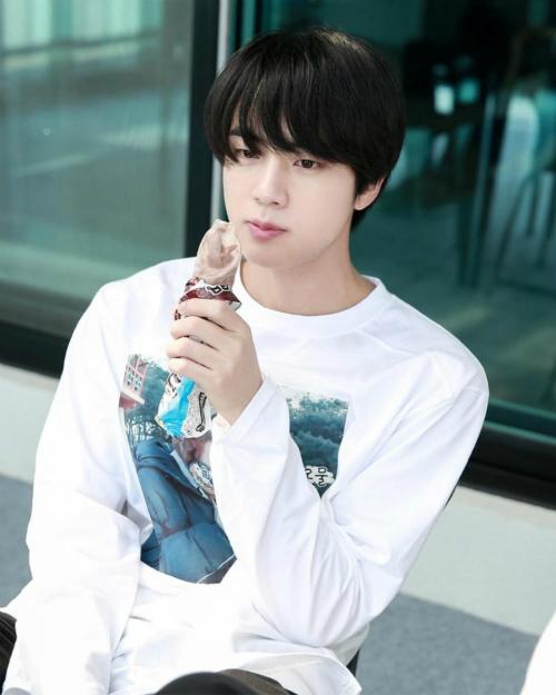 Jin (BTS) chính mẫu con rể quốc dân trong mắt netizen Hàn