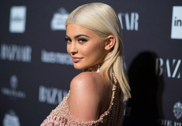 Kylie kiếm tiền khủng nhất từ Instagram: 1 triệu USD cho 1 post - 1
