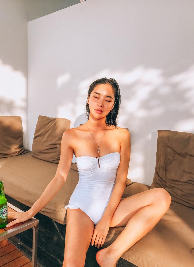 <p> Jess ưa thích trang phục croptop, bikini váy sexy khoe thân hình.</p>