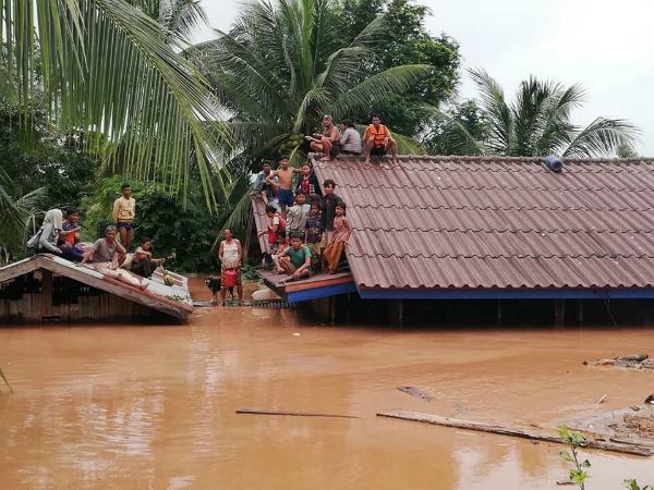 Sự cố xảy ra tại đập thủy điện Xepian-Xe Nam Noy ở tỉnh Attapeu, phía nam Lào vào cuối ngày 23/7 khiến hàng tỷ mét khối nước thoát ra ngoài khiến6 ngôi làng ở hạ lưu chìm trong biển nước, theoHãng thông tấn Laos News Agency.
