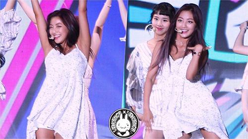 Chiếc váy của Ji Hyo không chỉ khoe vòng một mà còn quá ngắn, lộ quần bảo vệ khi cô nàng thực hiện vũ đạo.