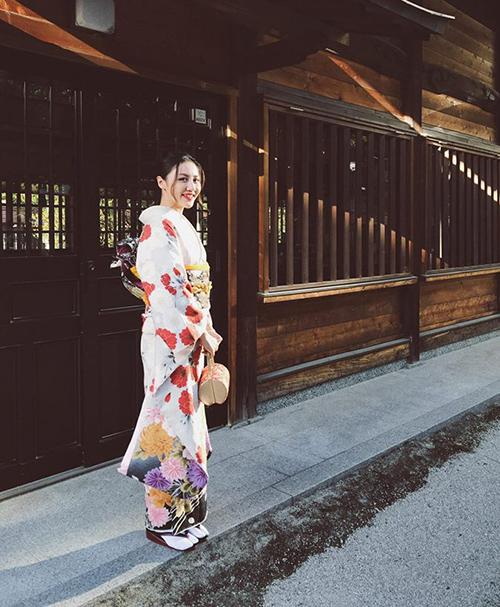 Văn Mai Hương xinh đẹp duyên dáng trong bộ kimono.