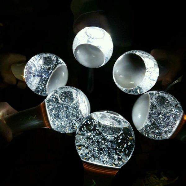 Điểm danh loạt lightstick có thiết kế đẹp rụng rời của fandom Kpop - 8