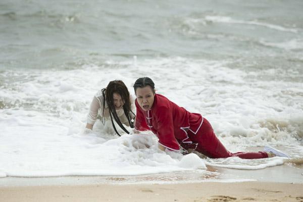Việt Hương và Nhã Phương bất ngờ bị đổi thân xác cho nhau.