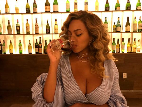 Kylie kiếm tiền khủng nhất từ Instagram: 1 triệu USD cho 1 post - 5