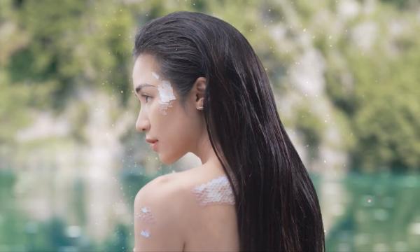 Hòa Minzy tiết lộ để hoàn thành dự án, cô mất gần 7 tháng từ giai đoạn thu âm đến khi hoàn thành MV. Qua MV, Hòa Minzy muốn truyền tải thông điệp: Là một người trẻ, hãy luôn sống hết mình với những đam mê và hoài bão. Hãy lựa chọn cho mình những thử thách và không nản lòng trước mọi khó khăn.
