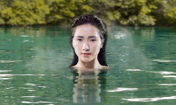 Hòa Minzy hóa thân thành Nàng tiên cá xinh đẹp, gợi cảm.