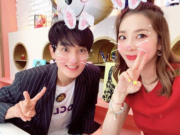 Dara và Kangta cùng tham gia show làm đẹp, được khen ngợi là cặp đôi trẻ mãi không già.