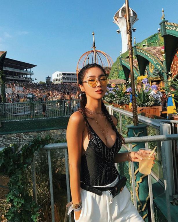 <p> Hot girl với nghệ danh Jess là một người mẫu đến từ Hàn Quốc. Trên Instagram cá nhân, cô nàng chia sẻ nhiều hình ảnh vui chơi tại lễ hội.</p>